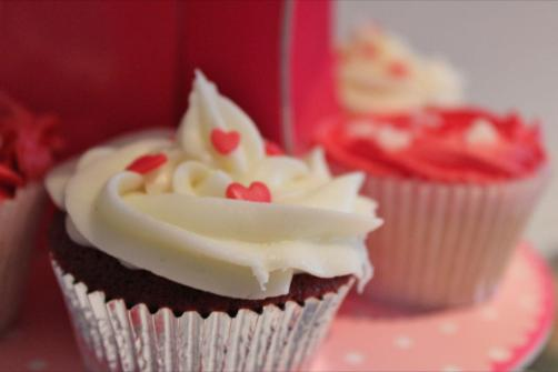 Engagement heart cupcake 3