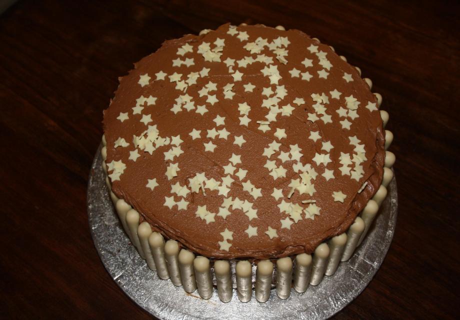 Star Chocolate fudge cake