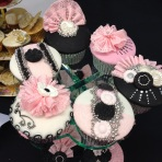Cake International black, white and pink cupcake