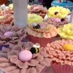 Cake International bee petal cupcake