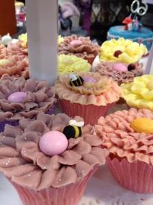 Cake International bee petal cupcake